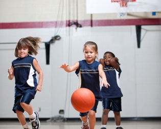 younggirlsplayingbasketballweb